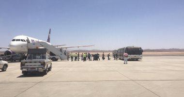 وصول رحلة ثانية من السعودية لعالقين مصريين تقل 174 راكبا لمطار مرسى علم.. صور