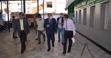 محافظ المنيا يتابع التزام العاملين والمواطنين بإرتداء الكمامات