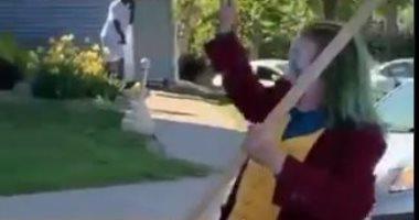 الجوكر يرقص بين المحتجين ضد مقتل جورج فلويد بأمريكا.. فيديو
