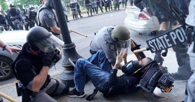 """الأمم المتحدة تدين استخدام الشرطة الأمريكية للقوة """"المفرطة"""" مع مواطن أسود"""