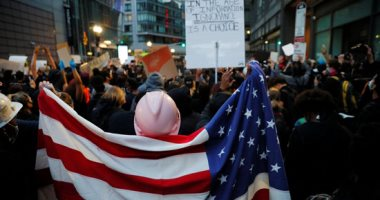 كر وفر بين الشرطة والمحتجين في محيط البيت الأبيض