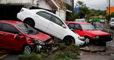 فيضانات تضرب السلفادور والإعصار يخلف 7 قتلى وانهيارات أرضية