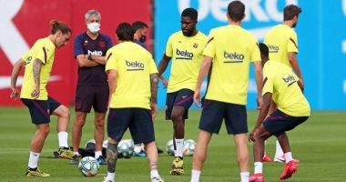 راديو كتالونيا: إصابة 5 لاعبين ومدربين فى برشلونة بفيروس كورونا