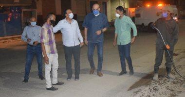 صور.. سكرتير محافظة الأقصر يقود جولة ليلية لمتابعة حملات النظافة