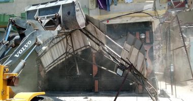 صور.. حملة مكبرة لرفع وإزالة السقائف المخالفة بمحور المحمودية بالإسكندرية