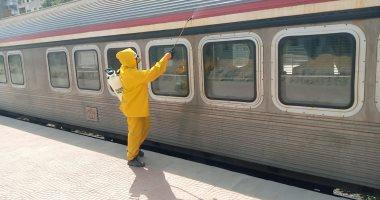 صور.. السكة الحديد تواصل أعمال تعقيم المحطات والقطارات ضد كورونا