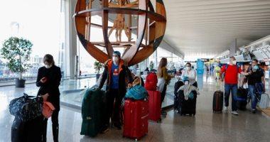 انتظار الركاب لرحلاتهم فى مطار فيوميتشينو فى روما