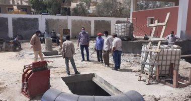 صور.. رئيس مدينة الطود يتفقد مشروع الصرف الصحى والإنارة شرق الأقصر