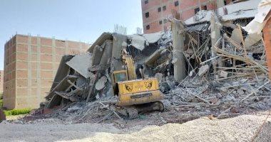محافظ الجيزة: إزالة 7 عقارات مخالفة فى الطالبية وبولاق والهرم وأوسيم والوراق -