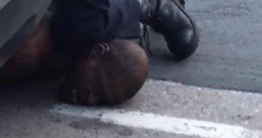 أمريكا تدرس حظر وضع الركبة على العنق فى اعتقال المشتبه بهم بعد مقتل فلويد