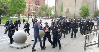 واشنطن بوست:استقالة 57 ضابطا فى نيويورك احتجاجا على معاقبة زملائهم بسبب دفع مسن