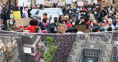 """""""العنصرية أخطر من كورونا"""".. شعارات """"مظاهرات فلويد"""" فى بريطانيا.. فيديو"""