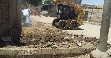 رئيس مدينة الزينية: رفع 18 طن مخلفات صلبة وقمامة بالقرى فى حملات نظافة