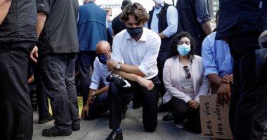 """رئيس وزراء كندا ينزل على ركبتيه ويصفق ضد العنصرية خلال مسيرة تنديد بمقتل """"فلويد"""""""