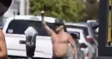 ضبط أمريكى يحمل سلاحا ناريا فى وجه المحتجين ضد قتل جورج فلويد.. فيديو