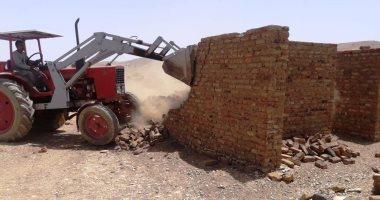 محافظ أسوان: إزالة 518 حالة تعد على أراضى أملاك الدولة.. صور