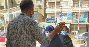 بالكشف الحرارى.. 9 صور لفحص موظفى مدينة بلبيس قبل دخول ديوان المجلس