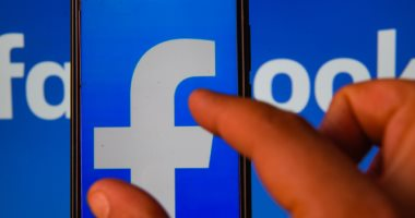 """""""فيسبوك"""" تحبط شبكة روسية تستهدف التأثير على الانتخابات الأمريكية"""