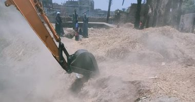 صور.. حماية النيل بالأقصر تنفذ 10 قرارات إزالة لمباني مخالفة