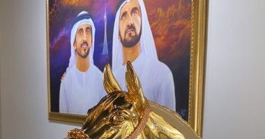 الفارسان.. حاكم دبى وولى عهده فى صورة واحدة مع حصان ذهبى