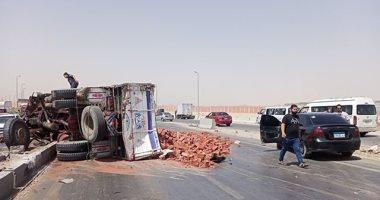 إصابة 13 شخصا فى انقلاب سيارة على الطريق الصحراوى الشرقى بأخميم