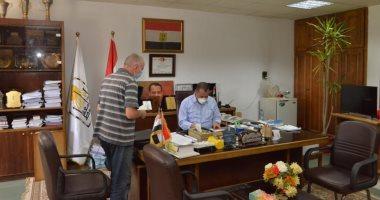 نائب رئيس جامعة أسيوط يعود لاستئناف عمله بعد تمام شفائه من كورونا