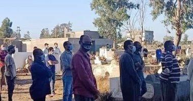 أهالى المندورة بكفر الشيخ يشيعون جثمان أحد ضحايا كورونا وسط إجراءات احترازية