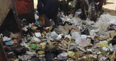 صور .. تراكم القمامة بشارع الجنايني بمنفلوط في اسيوط