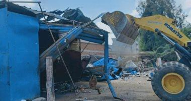 صور .. حملات إزالة للتعديات على أراضى الدولة ومخالفات البناء فى قرى كفر الشيخ