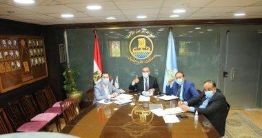 محافظ كفر الشيخ يسلم 15 عقد تقنين أراضى أملاك الدولة للمستفيدين