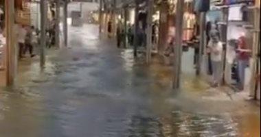 السيول تغرق مدينة بورصة في تركيا.. شاهد