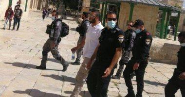 شرطة الاحتلال تعتقل حارس المسجد الأقصى فادى عليان أثناء عمله.. فيديو