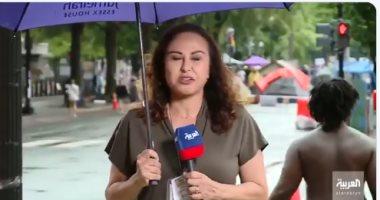 متظاهر أمريكى من أصل إفريقى يقطع كلمة مراسلة العربية على الهواء.. فيديو