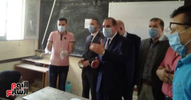 صور.. محافظ كفر الشيخ يتابع لجان الثانوية العامة ويشدد على تطبيق الإجراءات