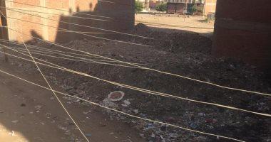 """""""محمد"""" من الفيوم يشكو تراكم القمامة أمام منزله فى منطقة الجون في الفيوم"""
