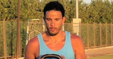 محمد ناجى جدو يتدرب مع نجله بعد الانتهاء من مسحة كورونا