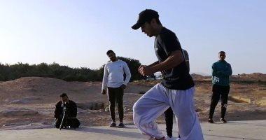 محمود أيوب يحطم ثالث رقم بموسوعة جينيس خلال عام فى تمرين الخطوة الهوائية.. صور