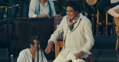الكينج في النوبة.. محمد منير يستعيد ذكرياته بحفل غنائي بحضور 200 شخص