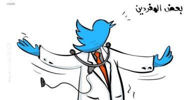 كاريكاتير صحيفة كويتية: بعض المغردين يتحدثون عن كورونا دون وعى