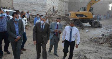 محافظ المنيا يحيل مدير التنظيم وفنيين للتحقيق بسبب أعمال بناء مخالف (صور)