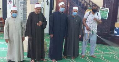 تطهير وتعقيم مساجد قرية طحوريا بالقليوبية استعدادا لاسقبال المصلين غدا
