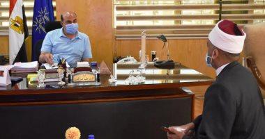 محافظ أسوان يناشد المواطنين الالتزام بتعليمات الوقاية من كورونا فى المساجد