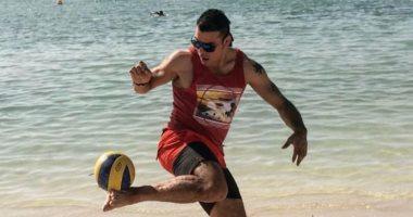 """عمرو زكى يسترجع مهاراته على البحر ويعلق: """"شقاوة قديمة"""""""