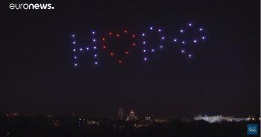 فيديو.. طائرات مسيرة تضىء سماء مدريد تكريما لضحايا كورونا