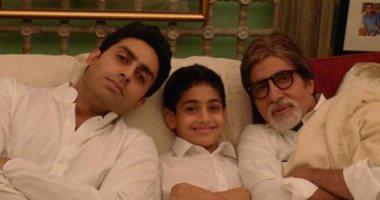 أميتاب باتشان فى أحدث صورة له بصحبة ابنه وحفيده: الجد.. الأب.. الابن