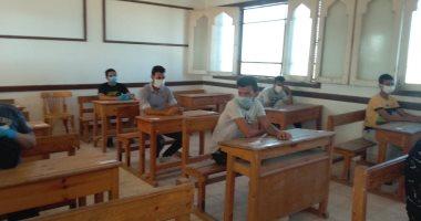 طلاب الدور الثانى بالثانوية الأزهرية يؤدون امتحان النحو والتوحيد والإنجليزى
