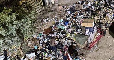 سكان شارع منشية التحرير عين شمس يشكون تراكم القمامة وتجمع النبيشة بمدخل الشارع