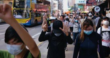 """متظاهرون بهونج كونج يرفعون أيديهم بـ""""المطالب الـ5 وليس أقل"""" ضد قانون الأمن"""