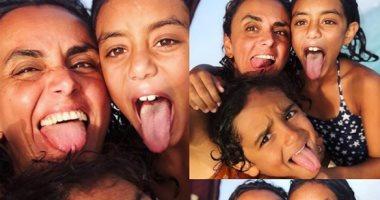 علا رشدى فى 3 صور مع أبنائها من إجازة الصيف