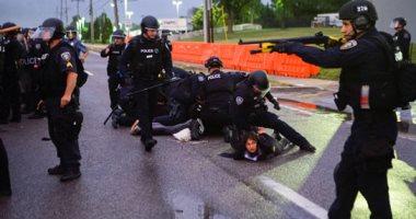 الشرطة الأمريكية تعتقل عدد من المتظاهرات بولاية ميزورى.. صور